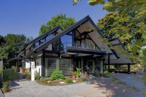 Toiture plate ou toiture en pente pour une maison moderne?